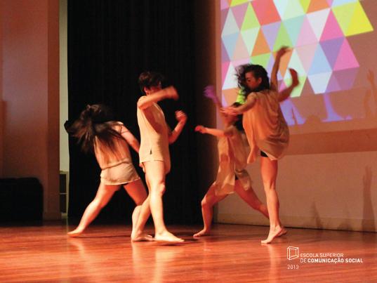 """Um grupo de 4 alunos da Escola Superior de Dança interpretou a peça """"Perenidade""""."""