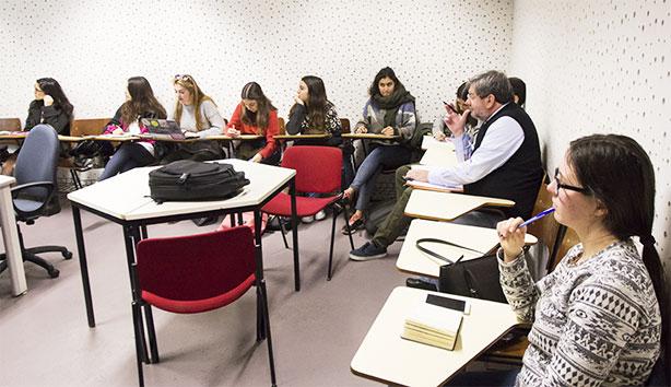 A disciplina de Ateliê de Técnicas de Entrevista tem muitos estudantes internacionais.